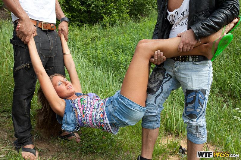 Спарнем парня заперлися девчонки и поймали